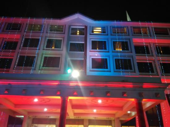 Hotel Saffron Kiran: View from the front