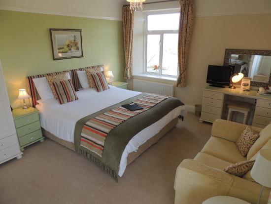Cedar House: Bedroom 1 (Green Room) as a double
