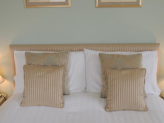 Cedar House: Bedroom 2 (Blue Room)