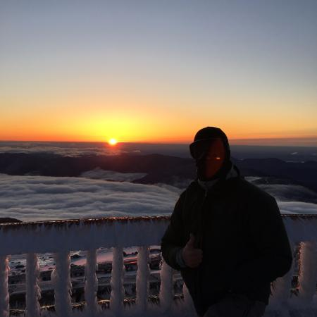 Carter Notch Inn: Sunrise from the summit of Mt Washington. Trailhead is about 7 miles from the inn.