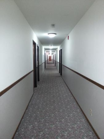 Harlan, IA: Hall Way