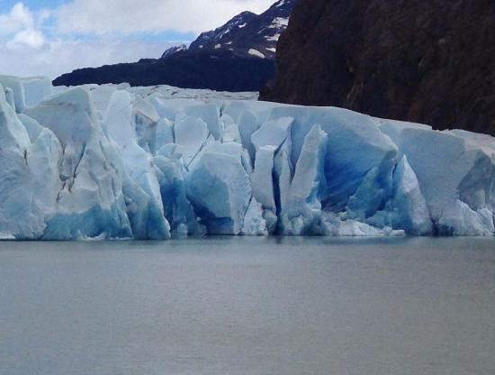 The Singular Patagonia: Glacier view from a boat