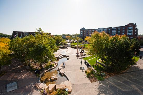 Burnsville, MN : Nicollet Commons Park in the Heart of the City