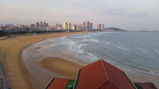 Wei Hai Golden Bay Hotel: Beautiful views of the beach in the morning