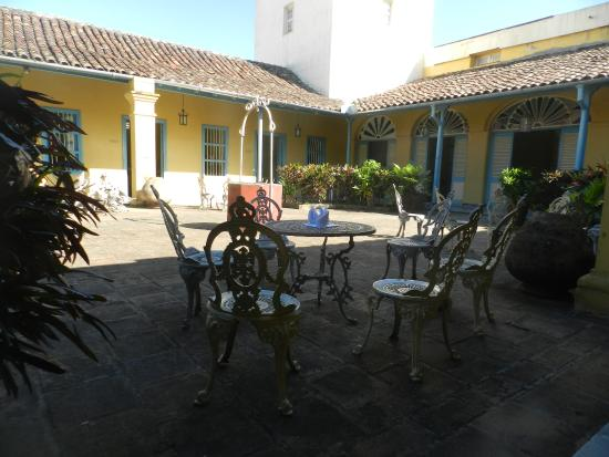 Santa Clara, Cuba : MUSEO DE ARTES DECORATIVAS