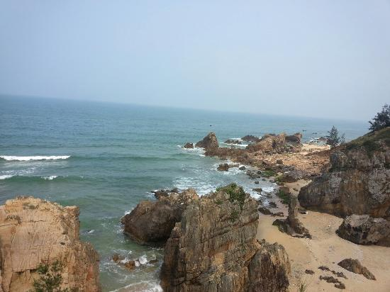Bai Da Nhay (Jumping rock beach)