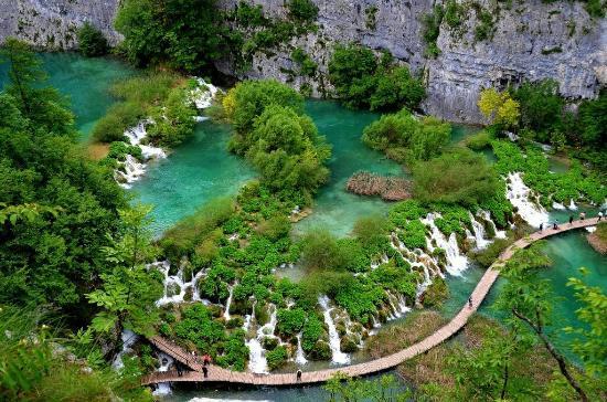 Plitvice Lakes National Park, Kroatië: Taxi Transfer from Plitvice Lakes to Split, Zadar, Dubrovnik, Bled, Novalja, Šibenik, Nin, Makar