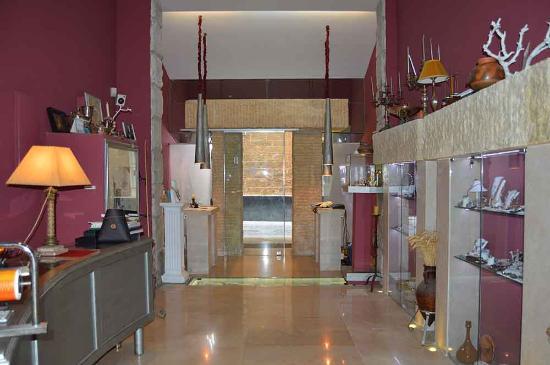 2bfa5c0bac5f Interior Joyería - Picture of Joyeria Antonio Collantes