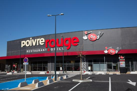 vue du parking photo de restaurant poivre rouge la garde tripadvisor. Black Bedroom Furniture Sets. Home Design Ideas