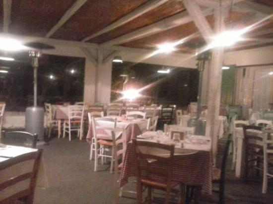 Terrase couverte jouxtant au restaurant - Picture of Vitina Cucina ...