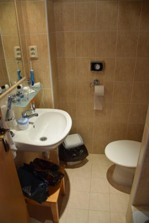 Brezno, Slowakije: A fürdőszoba nagyon kicsi