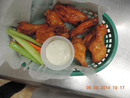 Pittsford, VT: Hot wings