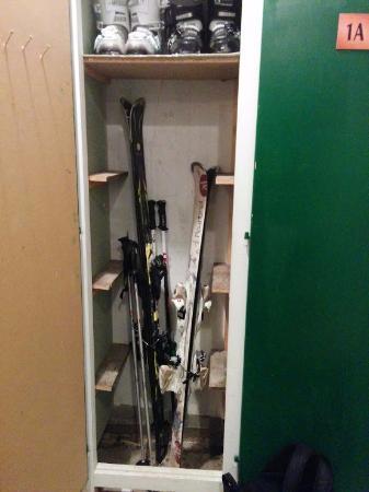 Termignon, Frankrike: Ski storage closets.