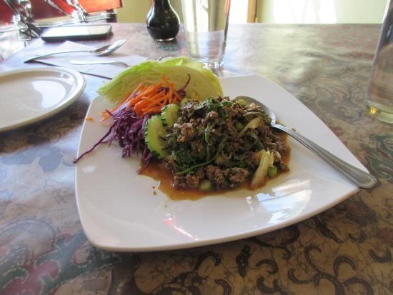 Dara Thai Cafe : Spicy beef salad, had not had that for long time