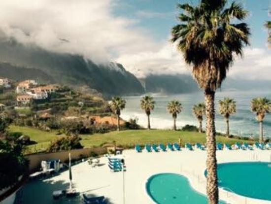 Monte Mar Palace : Dramatic views over the rugged coastline
