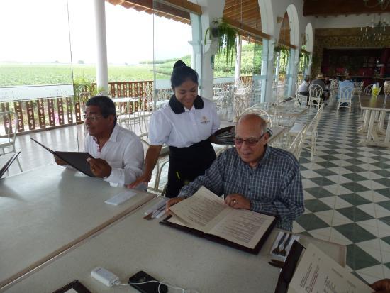 Restaurante del Hotel Viñas Queirolo (La Parra): Atención muy cordial