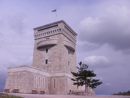 Miren Castle