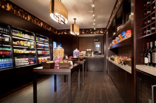 Crowne Plaza Atlanta Perimeter at Ravinia: Guest Pantry - 24 Hours