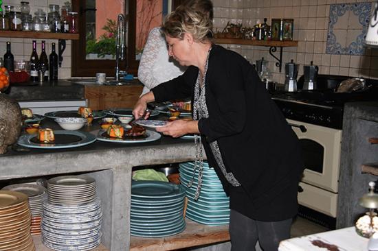 Hennie Druk Bezig In De Keuken Foto Van Can Sueño Tarbena