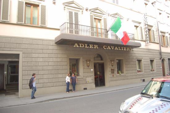 Adler Cavalieri: Fachada do Hotel