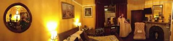 Creston Villa Guest House: A panoramic view of the beautiful Priory Room