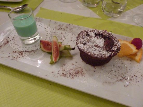 L'Escargot: chocolate & raspberry pudding with creme de menthe sauce