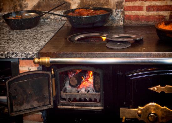 Salon principal cocina en directo picture of los - Cocinas bilbainas de lena ...