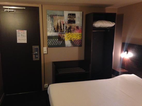 P'tit Déj-Hôtel Valence : chambre et lit