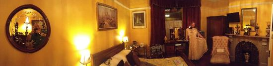 Creston Villa Guest House: Panoramic view of Priory Room