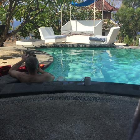 Amed Scuba Tauchzentrum: Der kleine 'Infinity'Pool vor den Bungalows
