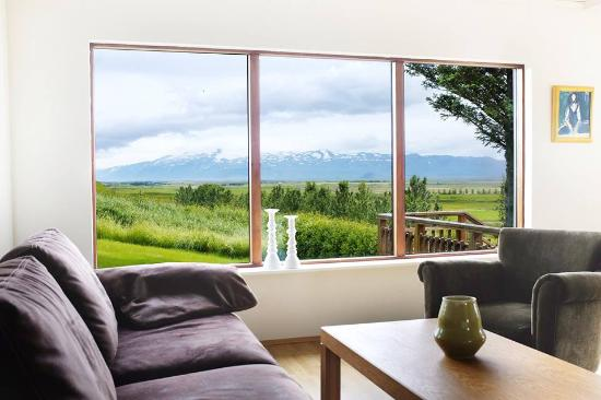 Fagrahlid: Living room with a view towards Eyjafjallajokull