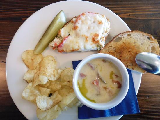 Ilwaco, WA: Split clam chowder and tuna melt