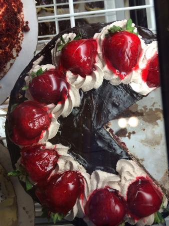 Richmond Hill, NY: Strawberry Chocolate Cake