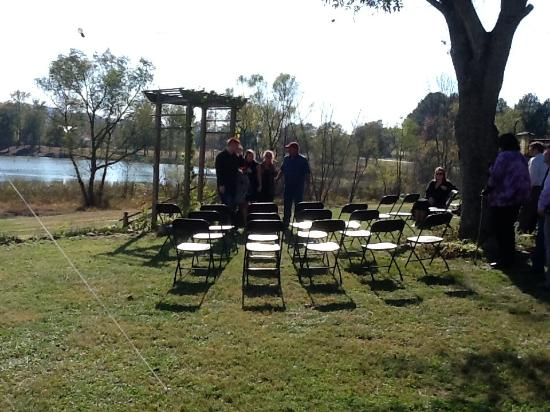 Attalla, AL: Small weddings can be held overlooking the duck pond