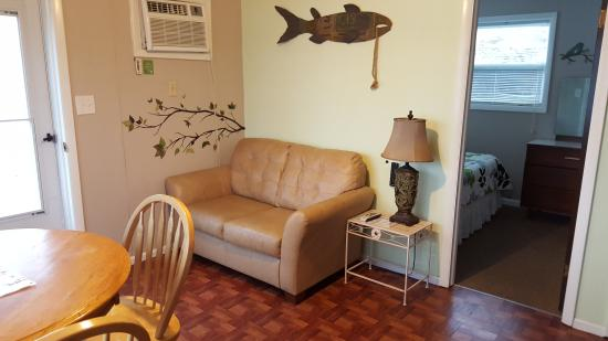 Lake Breeze Resort: Small Lakeview Cabin-2 bedrooms