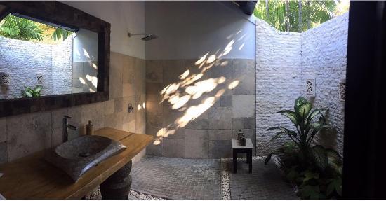 Hidden Paradise Cottages: Toilet Area