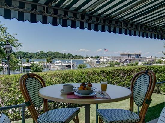 Sag Harbor Inn: Relaxing breakfast with beautiful waterviews