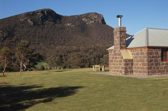 Dunkeld, Australia: Mount Sturgeon cottage view
