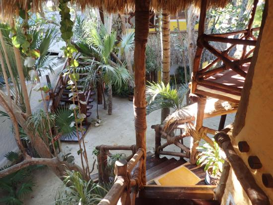 Holbox Hotel Mawimbi: Walking down the stairs