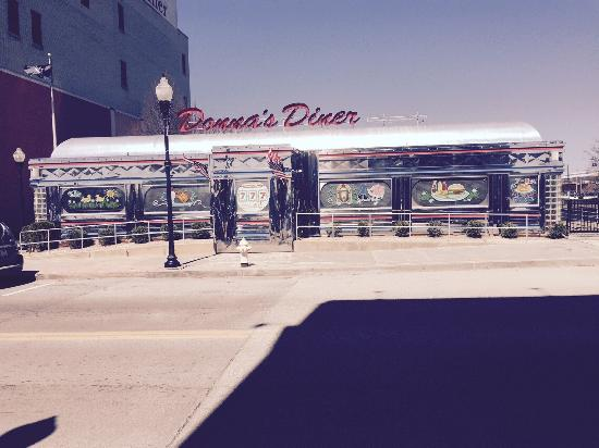 Sharon, Pensilvania: Classic diner located on river