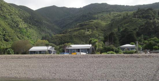 Marlborough Region, Selandia Baru: View of the units from the wharf