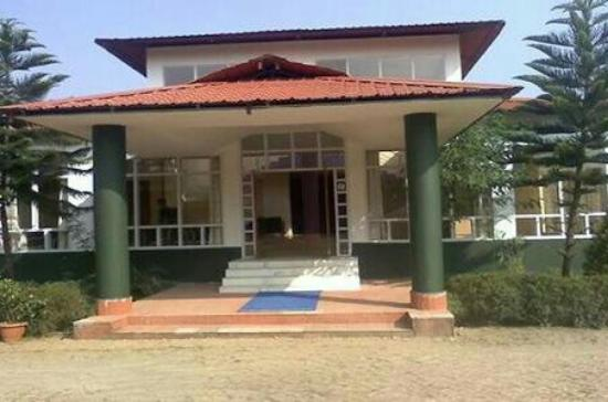 Prayag Emerald: Entrance_large.jpg