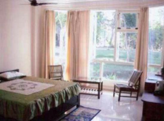 Prayag Emerald: Room_large.jpg