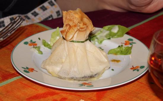 Tessy-sur-Vire, Франция: Entrée au camembert et andouille de Vire