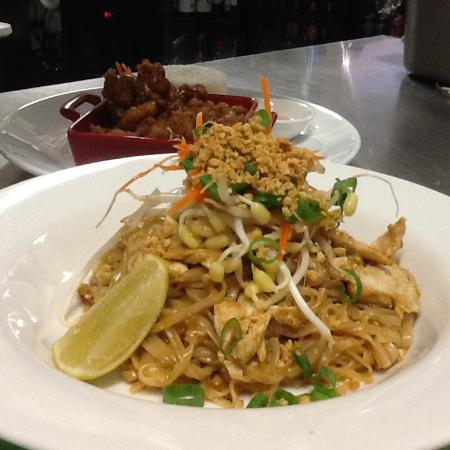 Thai Smile House: A classic Padtai chicken noodle lunch special at Warrina