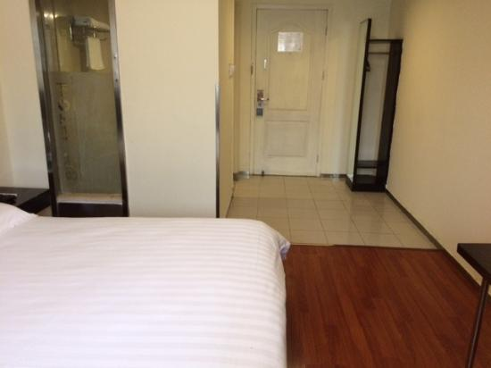 Motel 168 Wuhan Dingziqiao: 古いが改装されており、清潔