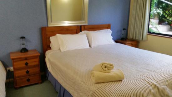 Boatshed Motel Apartments Mt. Maunganui: Main bedroom