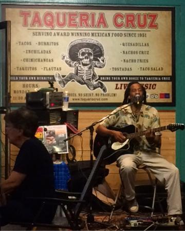 Taqueria Cruz: Entertainment is on Tuesday evenings and makes a nice atmospheres for a cause dinner.