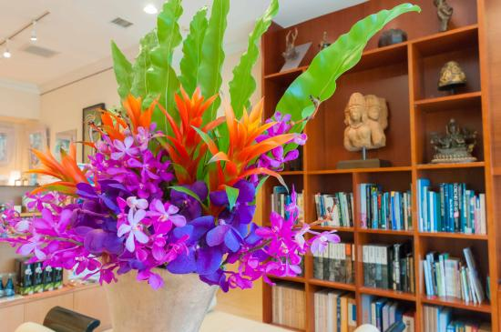 Hotel Palm Royal Naha: ホテルロビーライブラリー