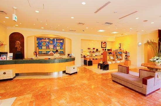 Hotel Palm Royal Naha: ホテルフロント